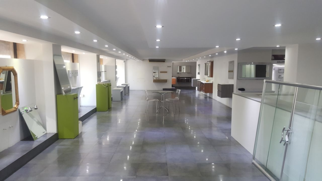 Well Decorated Showroom For Rent In Nahr El Mote